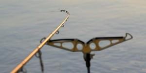 Фидер - способ ловли, где сигнализатором поклевки является кончик удилища.