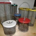 Классические металлические ведра с ячейкой под кормушки