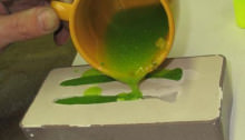Заливка силикона в форму для приманки