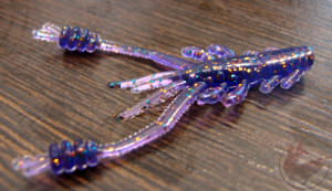 Силиконовый съедобный рачок фиолетового цвета Reins Ring Shrimp