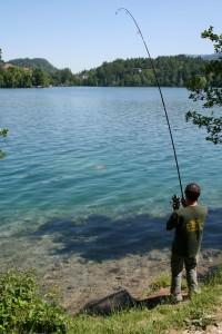 Рыбак у берега