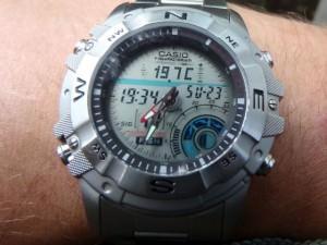 Часы для рыбака на мужчине