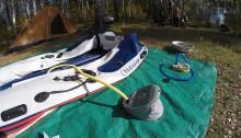 Лодка и ножные насосы