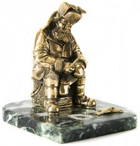 Скульптура рыбака