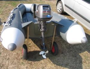 ПВХ лодка с транцевыми колесами