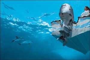 Вид лодки под водой
