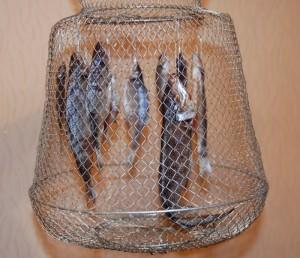 Металлический садок для рыбы