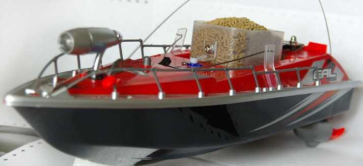 Кораблик для завоза прикормки на рыбалке