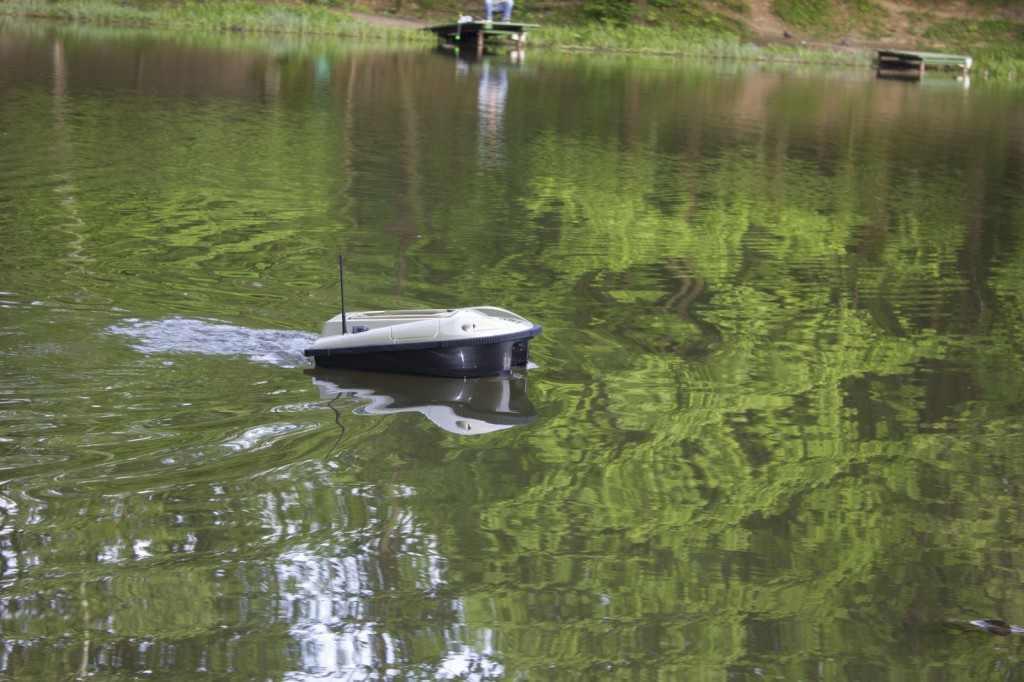 кораблик в воде